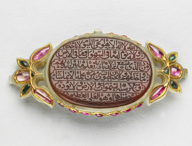 Amulet India, late 17th–early 18th century, Cornelian, inscribed and jade inlaid with gold and inset with emeralds and rubies, 3.2 x 4.1 cm Presented by J. B. Elliott, 1859. Ashmolean Museum (EA2009.5) © Ashmolean Museum, University of Oxford